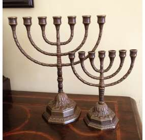 Menorah in bronzo